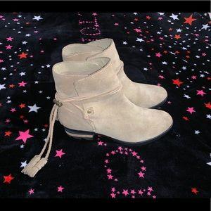 NWOT Sorel Farah Tan Suede Ankle Boots